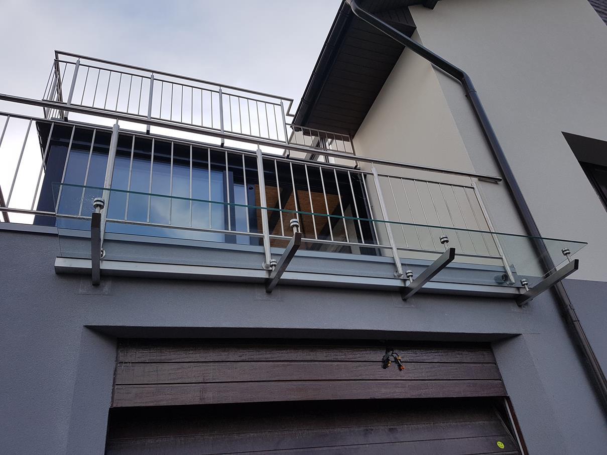 2019-01-21 Zadaszenie szklane na wspornikach ze stali nierdzewnej (5)