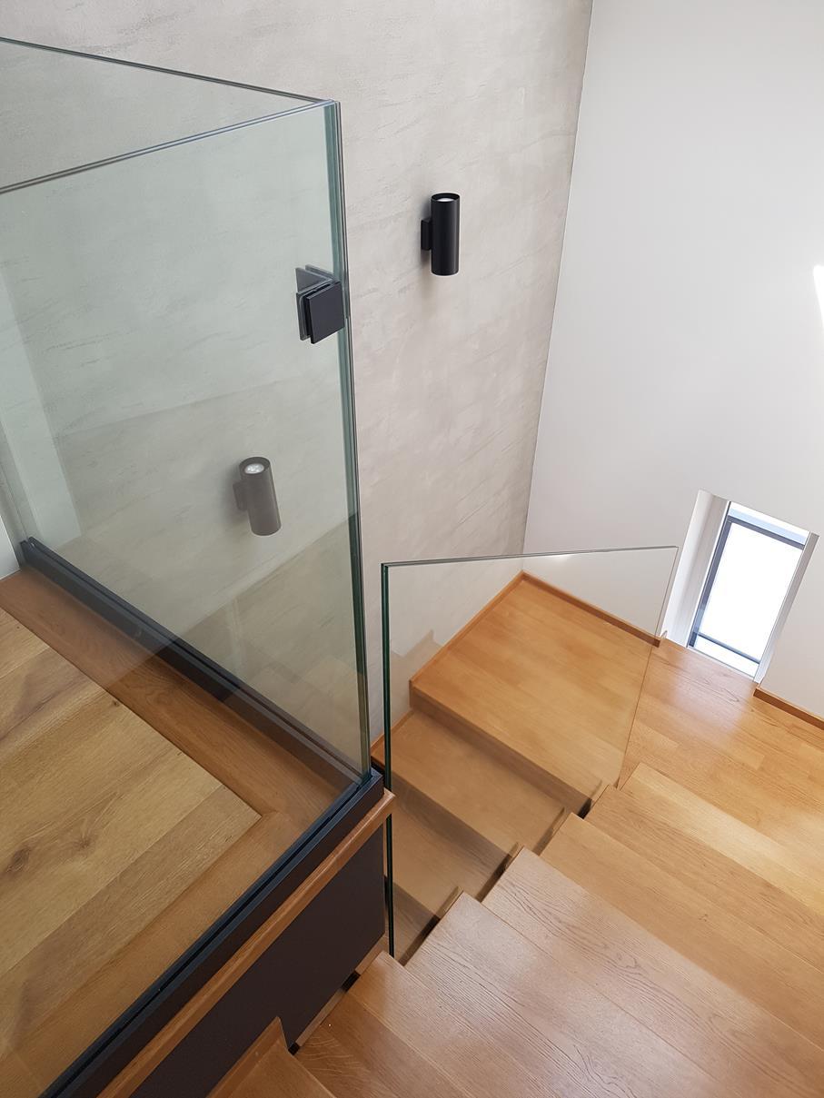 2019-06-06 Balustrada szklana mocowana rotulami (6)